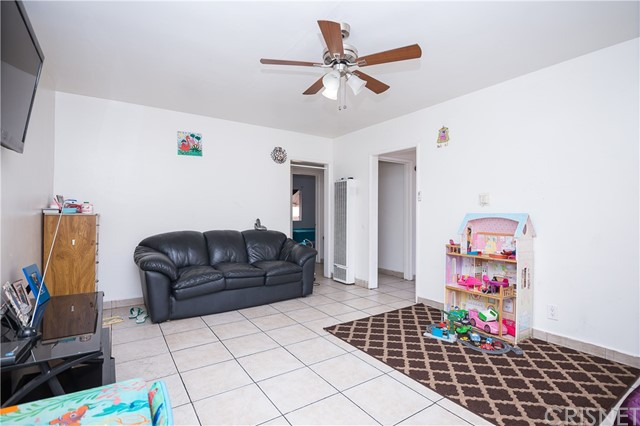 11345 Hatteras Street, North Hollywood CA: http://media.crmls.org/mediascn/93314123-aa19-4709-a44c-4c481274261a.jpg