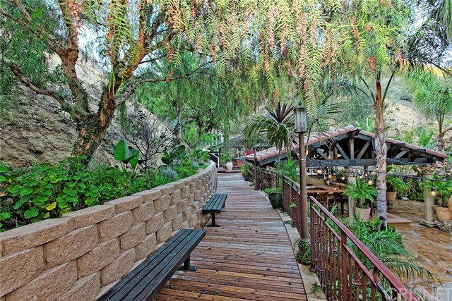 1175 San Clemente Way, Camarillo CA: http://media.crmls.org/mediascn/935dc0a6-dad5-42fa-8c8c-49e9013d1e36.jpg