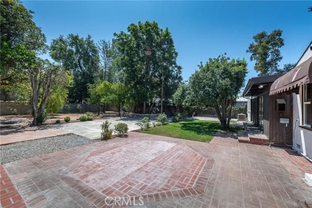 5240 Lemp Avenue, Valley Village CA: http://media.crmls.org/mediascn/9364ecef-e308-45d7-bae6-9b92548b6c3f.jpg