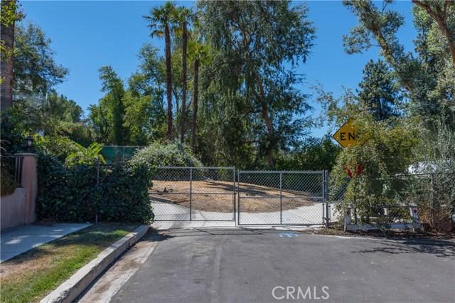 22133 Mulholland Drive, Woodland Hills CA: http://media.crmls.org/mediascn/93b247df-53b8-44fe-97cd-7f05f10cd2c5.jpg