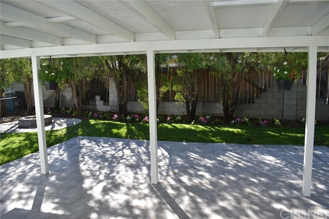19006 Calla Way, Canyon Country CA: http://media.crmls.org/mediascn/93e1a2bf-5531-4e2f-80fc-e6af7909d409.jpg