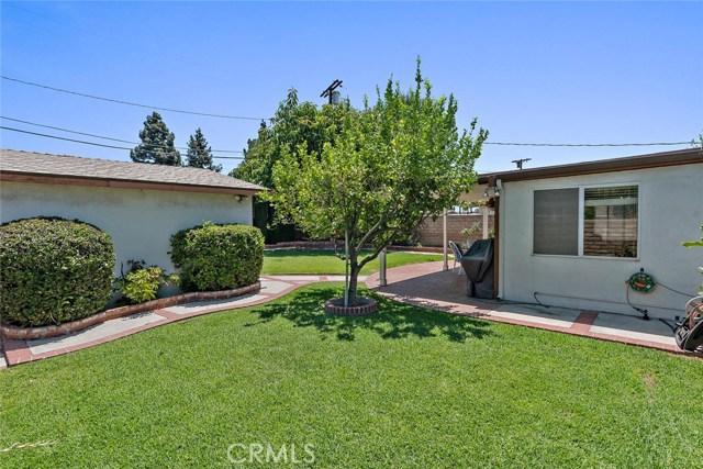 10624 Gaviota Avenue, Granada Hills CA: http://media.crmls.org/mediascn/943ef7fc-de1d-49dc-a7fa-2280dd8604ce.jpg