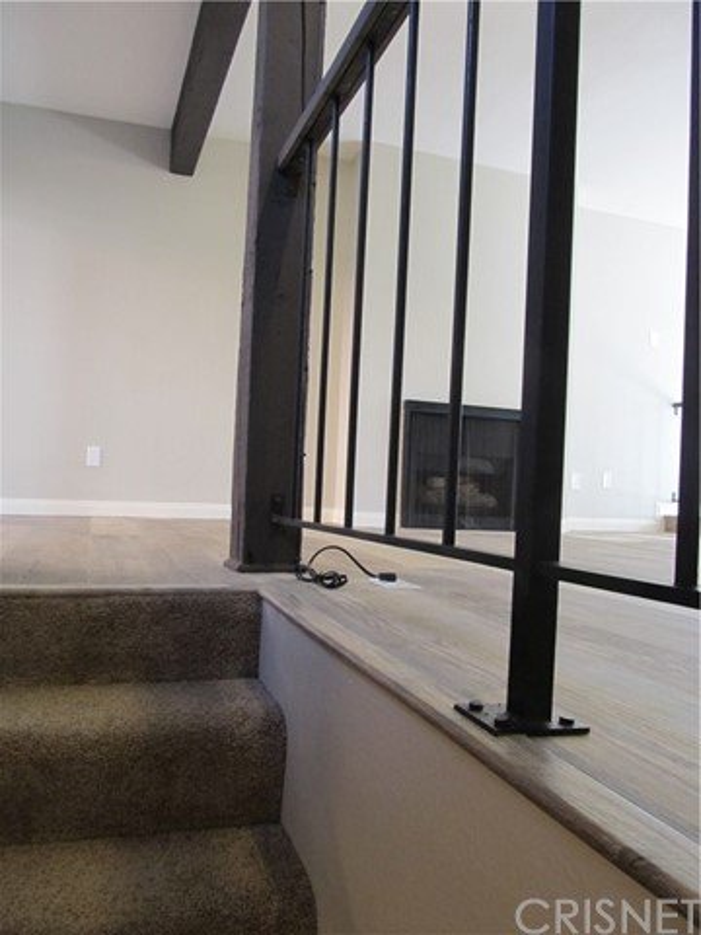 326 N 5th Street, Burbank CA: http://media.crmls.org/mediascn/949443fa-cdfb-4751-a038-f450c6f52093.jpg