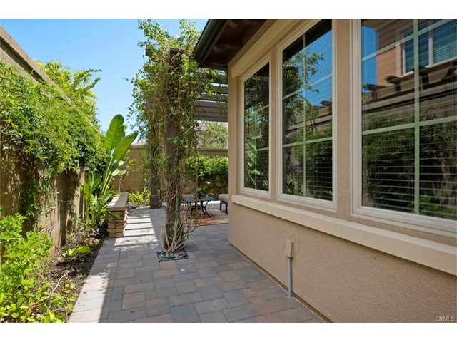 65 Bianco, Irvine CA: http://media.crmls.org/mediascn/94b66abe-28d8-491a-9b66-cffaed7ba387.jpg