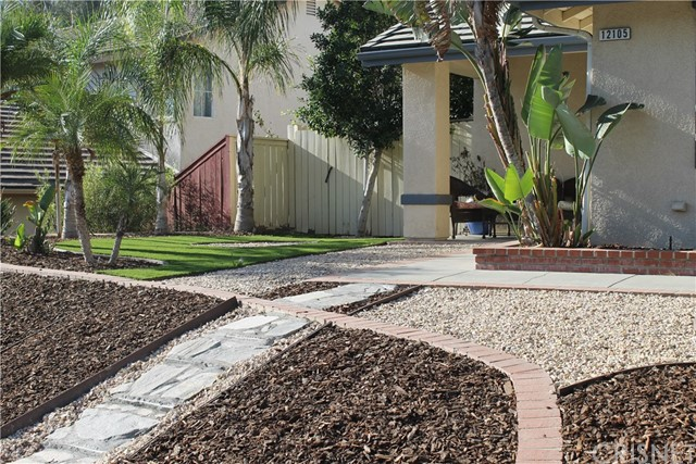 12105 Edgecliff Avenue, Sylmar CA: http://media.crmls.org/mediascn/94dfe5e1-28eb-4653-adc5-2f4db47ba6e7.jpg