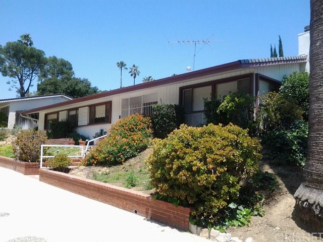 20327 Oxnard Street, Woodland Hills CA 91367