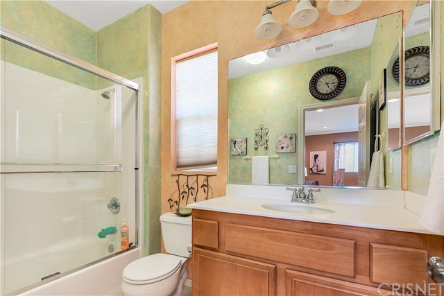 440 Arborwood Street, Fillmore CA: http://media.crmls.org/mediascn/955a1dc4-5d73-45d5-9d73-ebe89577b449.jpg