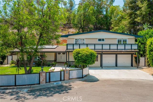 20324 Reaza Place, Woodland Hills CA: http://media.crmls.org/mediascn/95b2fdb1-e62c-44af-9abf-28d55a16c09c.jpg