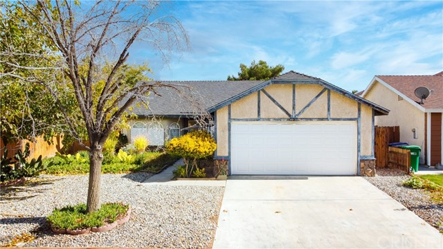 Detail Gallery Image 1 of 30 For 45122 Colleen Dr, Lancaster,  CA 93535 - 3 Beds | 2 Baths
