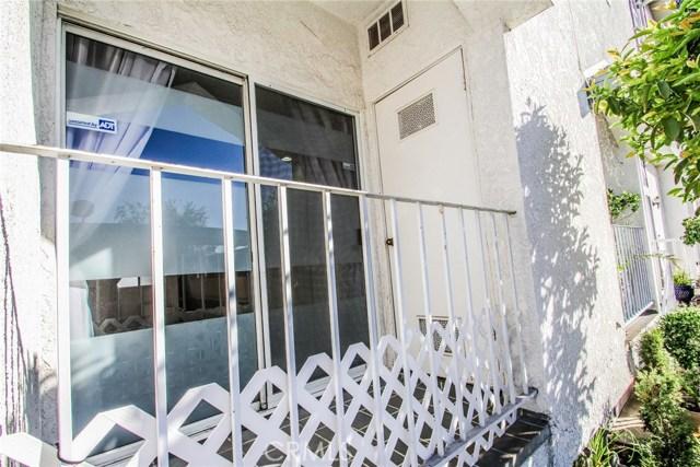 9076 Willis Avenue, Panorama City CA: http://media.crmls.org/mediascn/95fd2577-32b1-43b8-921f-62542c4e811a.jpg