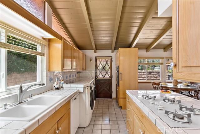 10624 Gaviota Avenue, Granada Hills CA: http://media.crmls.org/mediascn/96238a5d-bb2e-48f8-8fc5-2813f43ab52b.jpg