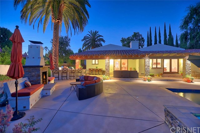 23404 Hatteras Street, Woodland Hills CA: http://media.crmls.org/mediascn/965f461f-734d-47af-88b3-4a328de27c0c.jpg