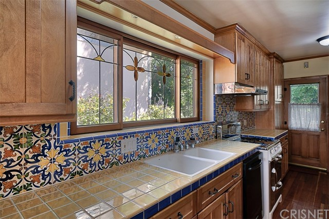 1522 Pandora Avenue, Westwood - Century City CA: http://media.crmls.org/mediascn/96682002-e952-4259-ab03-5f1abc92dd6f.jpg