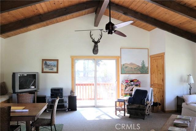 1420 Bernina Drive, Pine Mtn Club CA: http://media.crmls.org/mediascn/966be16d-4b53-43b1-9a73-2af9d0772a8c.jpg