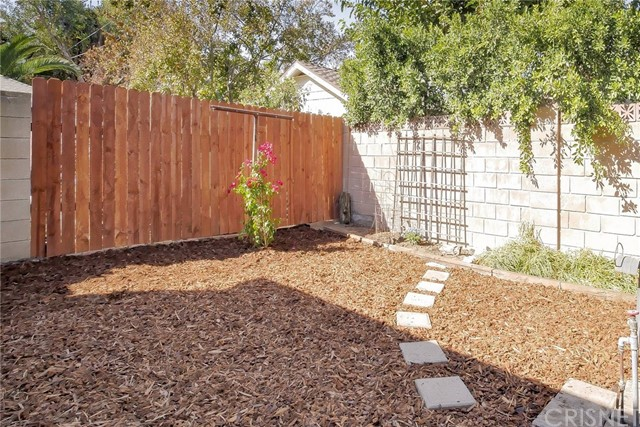 22025 De La Osa Street, Woodland Hills CA: http://media.crmls.org/mediascn/96b20d37-7ac4-4ed8-8002-3647ac358771.jpg