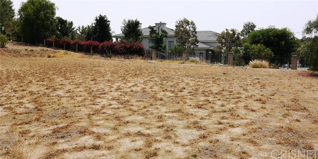 18041 Mayerling Street, Granada Hills CA: http://media.crmls.org/mediascn/96d72c96-08dc-43ea-a9fc-e0879766d5b8.jpg