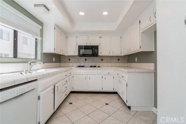 5711 Owensmouth Avenue, Woodland Hills CA: http://media.crmls.org/mediascn/96ecd95d-19a0-4c37-b810-aa16d6000f98.jpg
