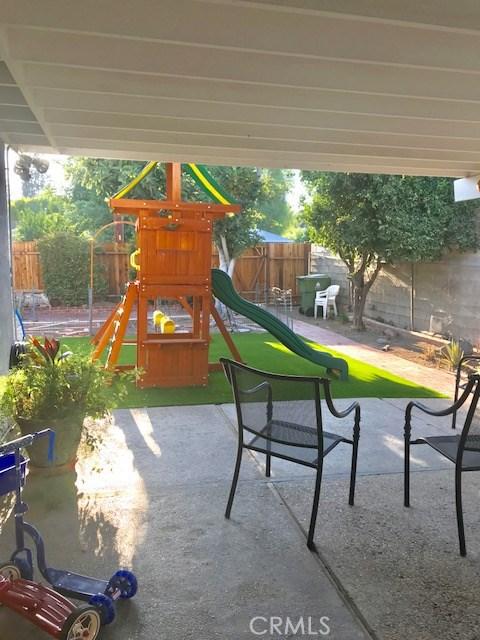6857 Quakertown Avenue, Winnetka CA: http://media.crmls.org/mediascn/970a8d82-66b0-4ada-bbe7-f69fda190191.jpg