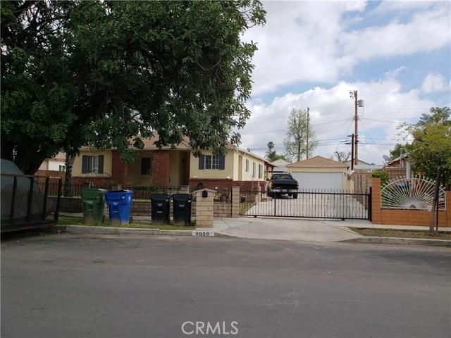 9656 Sandusky Avenue, Arleta CA: http://media.crmls.org/mediascn/9742573b-ec70-4a77-8af7-f2c2fe77061d.jpg