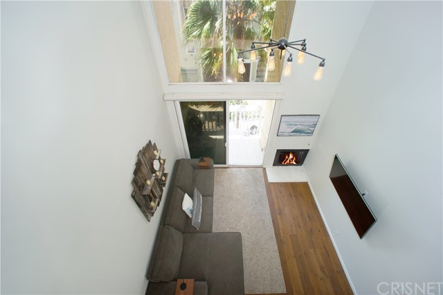 22 E Navy St, Santa Monica, CA 90291 Photo 1