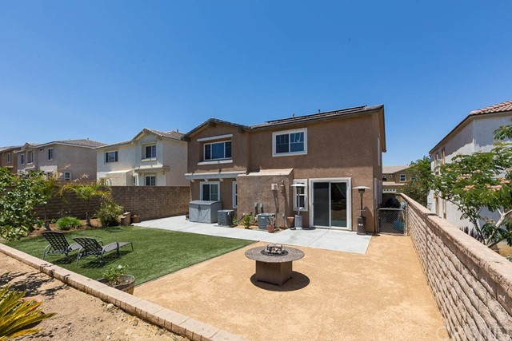 37512 Lemonwood Drive, Palmdale CA: http://media.crmls.org/mediascn/97bc6f77-c560-4dad-b68d-acdec89c3cd7.jpg