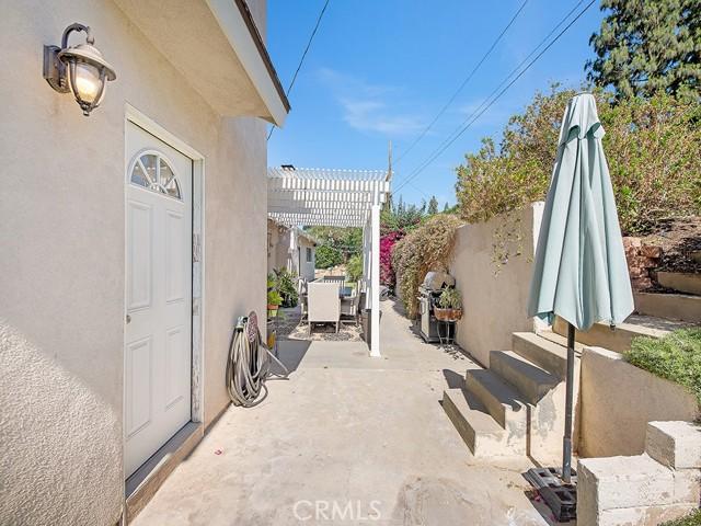 10215 Casaba Avenue, Chatsworth CA: http://media.crmls.org/mediascn/97fddd91-e52e-40b7-b225-5fe6018e6db6.jpg