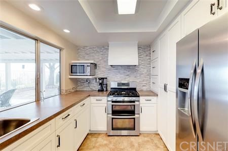 16922 Canvas Street, Canyon Country CA: http://media.crmls.org/mediascn/980ca877-72a7-44d6-8a72-54d2a8e74be4.jpg