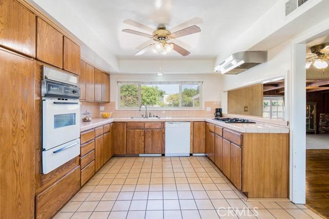 10920 Garden Grove Avenue, Northridge CA: http://media.crmls.org/mediascn/9818cb7f-8d94-4b28-8f70-c10ab5d5a237.jpg