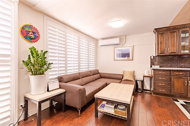 Detail Gallery Image 1 of 22 For 429 N Oakhurst Dr #301,  Beverly Hills,  CA 90210 - 2 Beds | 1 Baths