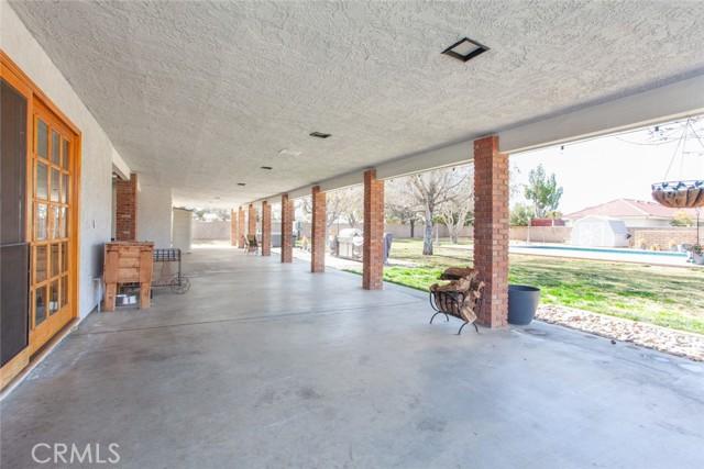 42411 27th W Street, Lancaster CA: http://media.crmls.org/mediascn/98c5aaea-197c-4e37-9054-b142cd003e2e.jpg