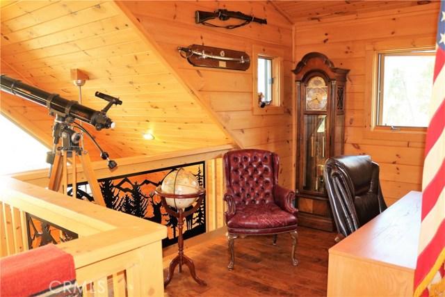 15817 Edgewood Way, Pine Mtn Club CA: http://media.crmls.org/mediascn/98dff793-2f2d-4ac2-a050-df514930b697.jpg