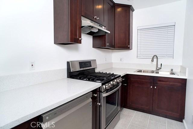 1050 S Burlington S Avenue, Los Angeles CA: http://media.crmls.org/mediascn/98ffadb1-1672-4714-9a26-ddfca248677b.jpg