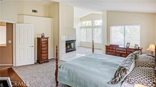 14360 Cascade Court, Canyon Country CA: http://media.crmls.org/mediascn/994d36dd-5972-4e54-8918-cff684ff9ffd.jpg