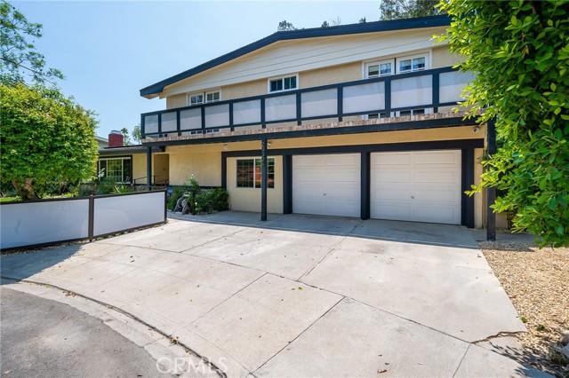 20324 Reaza Place, Woodland Hills CA: http://media.crmls.org/mediascn/9986b2b2-aa8e-435d-bb1c-91983d74b652.jpg