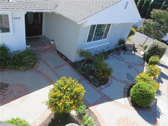 10836 Chimineas Avenue, Porter Ranch CA: http://media.crmls.org/mediascn/99d1a7b2-c871-49a9-b3d0-7b54ebd33b08.jpg