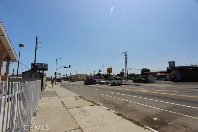 9912 S San Pedro Street, Los Angeles CA: http://media.crmls.org/mediascn/99d8c8f5-c64a-4e6e-b38c-8a8dd10293ce.jpg