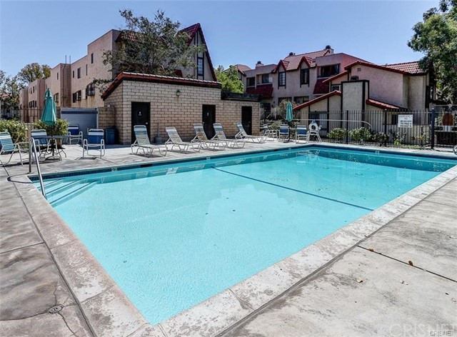 27667 Ironstone Drive Unit 2 Canyon Country, CA 91387 - MLS #: SR17245726