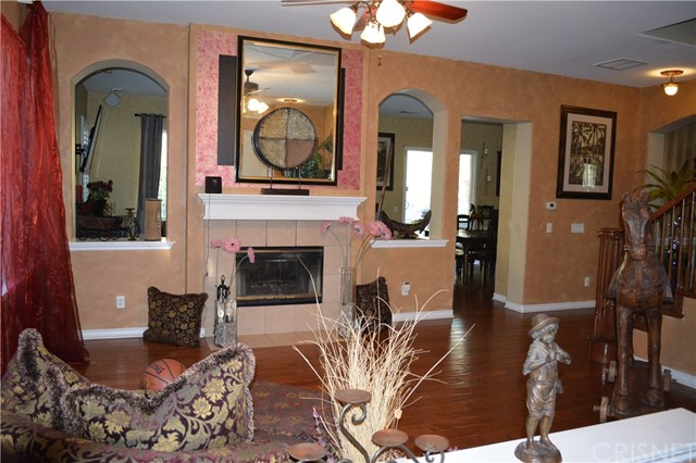 17278 Summit Hills Drive, Canyon Country CA: http://media.crmls.org/mediascn/9ac9359c-5823-447a-b6a0-be2a5f97c481.jpg