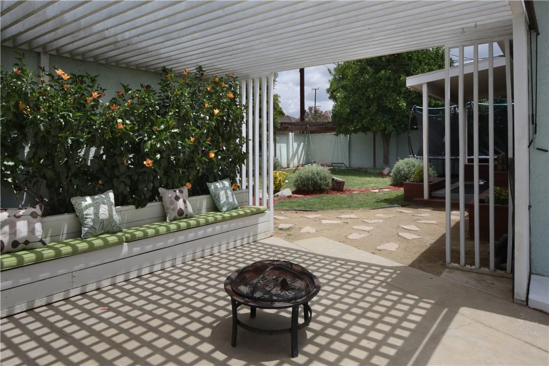 20547 Covello Street, Winnetka CA: http://media.crmls.org/mediascn/9ad13280-c4ef-4121-9b80-2cf9cd6d69d8.jpg