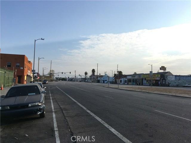 9313 S Broadway, Los Angeles CA: http://media.crmls.org/mediascn/9af181a5-26a1-42b7-8ba2-4683898e16a9.jpg