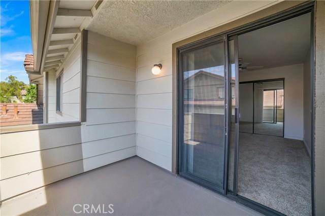 74 Maegan Place, Thousand Oaks CA: http://media.crmls.org/mediascn/9b12b17d-e230-4b8b-a9f2-bccc5a0b9160.jpg