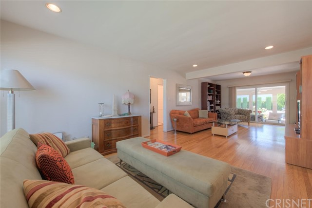 6044 Cartwright Avenue, North Hollywood CA: http://media.crmls.org/mediascn/9b1797aa-cbf4-4d35-a5c8-f2cda3f87658.jpg