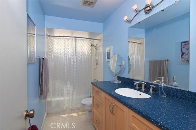 4419 Da Vinci Avenue, Woodland Hills CA: http://media.crmls.org/mediascn/9b4d0498-bffd-4f2b-97e3-1cf02d05bc8a.jpg