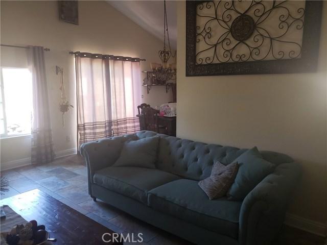 429 E Avenue J7, Lancaster CA: http://media.crmls.org/mediascn/9b74ee3b-ec3a-4907-a1e7-0617e2f595f6.jpg