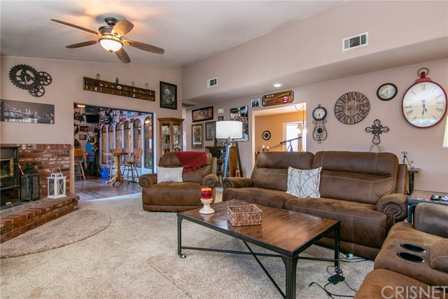 15648 Cypress Point Avenue, Llano CA: http://media.crmls.org/mediascn/9bf8fc6f-1bfa-4ac0-ac40-eb1ae38a4b0d.jpg