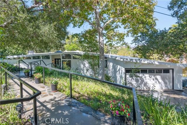 22133 Mulholland Drive, Woodland Hills CA: http://media.crmls.org/mediascn/9c0651cf-1d1c-478a-9fbc-384e086a374e.jpg