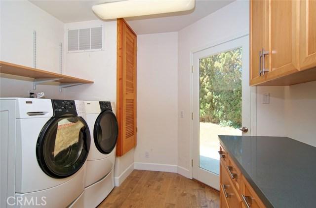 4419 Da Vinci Avenue, Woodland Hills CA: http://media.crmls.org/mediascn/9c0c8b18-4905-49bc-a40e-d49cbf6c47a5.jpg
