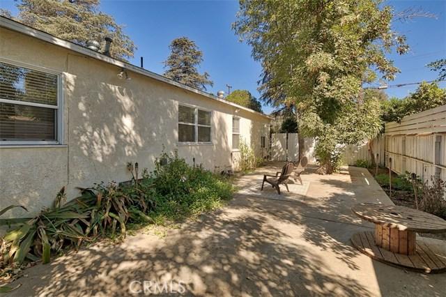 10850 Foothill Boulevard, Lakeview Terrace CA: http://media.crmls.org/mediascn/9c599961-e99e-47ff-9027-1db04369c239.jpg