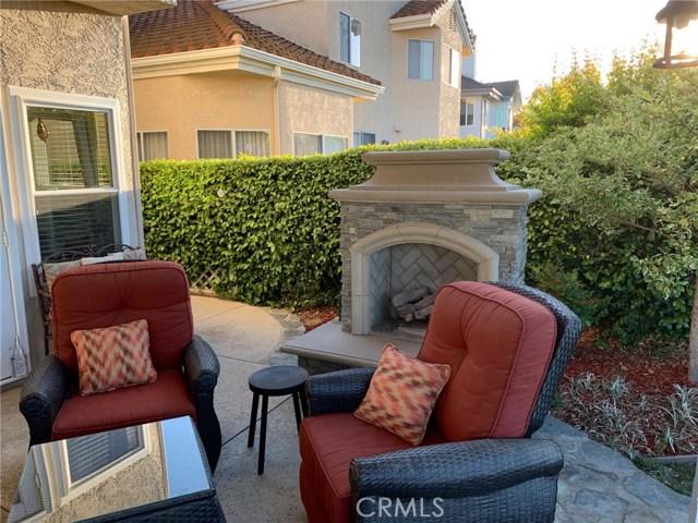 11919 Silver Crest Street, Moorpark CA: http://media.crmls.org/mediascn/9c5eff03-0f18-471f-bcbf-abab9c2968f8.jpg