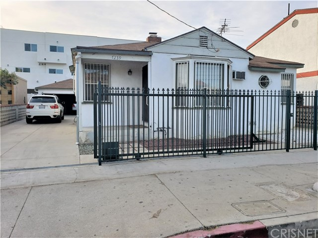 Detail Gallery Image 1 of 11 For 7239 Kester Ave, Van Nuys,  CA 91405 - – Beds | – Baths